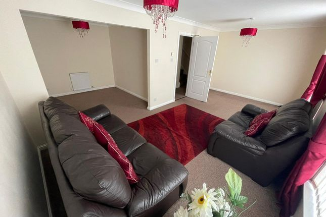 Thumbnail 4 bed town house to rent in Wallacetown Court, Stobswell, Dundee
