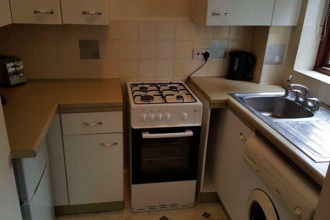 1 bed terraced house to rent in Oak Ridge, Woking