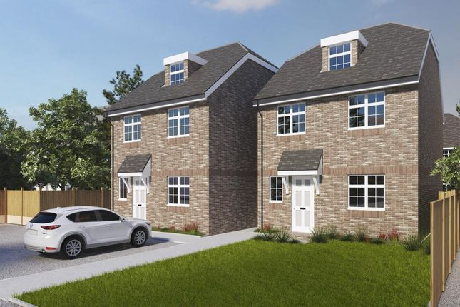 3 bed detached house for sale in Lightwater, Surrey GU18