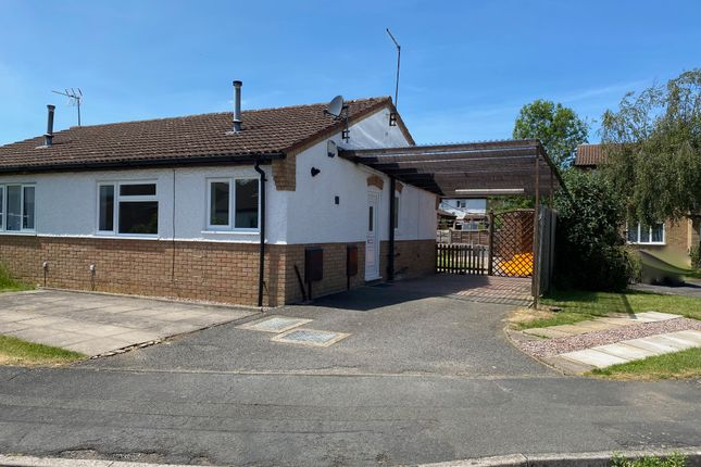 Thumbnail Semi-detached bungalow to rent in Exeter Close, Daventry, Northants, 4Sy.