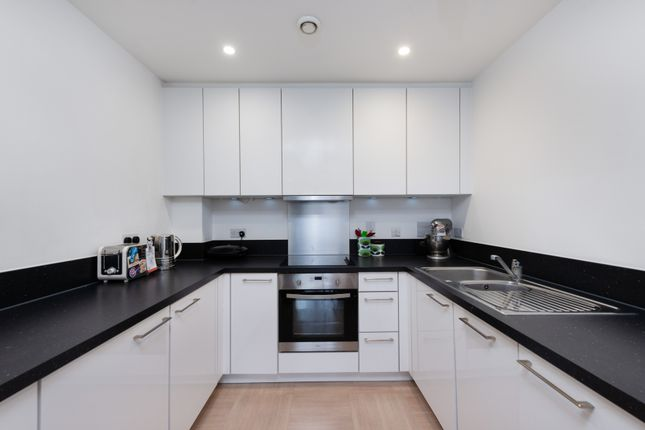 Thumbnail Flat to rent in 52 Putney Hill, Putney, London