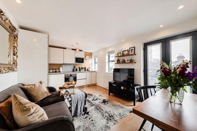 Flat for sale in Isabella Court, Elspeth Road, Battersea, London