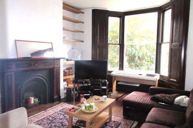 4 bed flat to rent in Huddleston Road, London