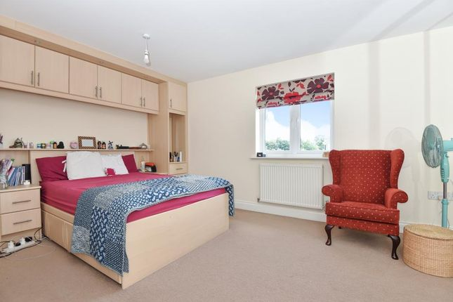 Main Bedroom of Kingsquarter, Maidenhead SL6