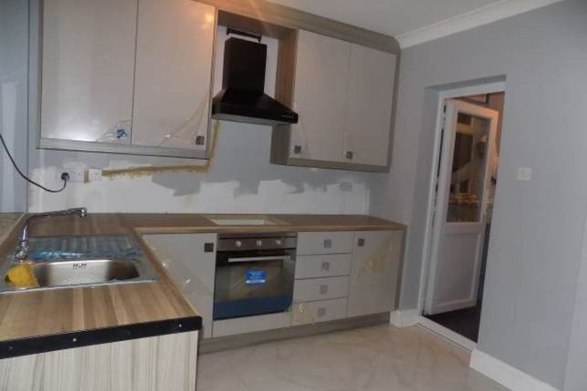 Thumbnail Room to rent in Marlow Gardens, Hayes, Middlesex