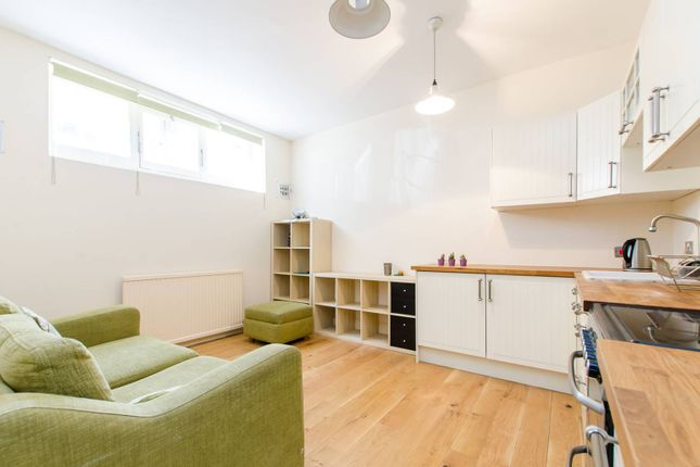 Thumbnail Flat to rent in East Tenter Street, Aldgate