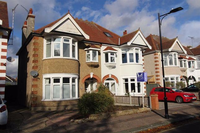 2 bed flat to rent in Northumberland Crescent, Southend On Sea, Essex SS1