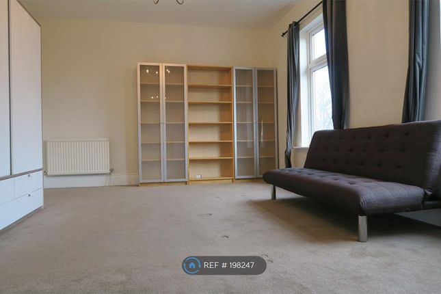 Thumbnail Flat to rent in Long Lane, London