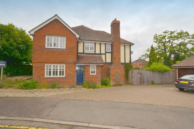 Thumbnail Semi-detached house to rent in Oakfield Close, Amersham