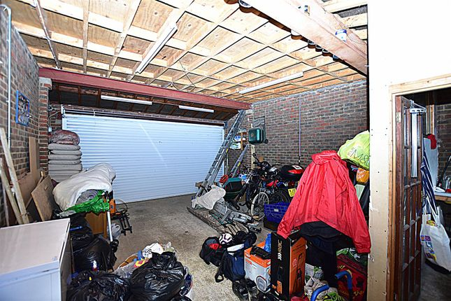 Garage of Old Road East, Gravesend DA12