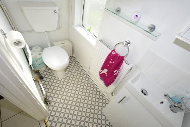 Cloakroom of Broughton Place, Barry CF63