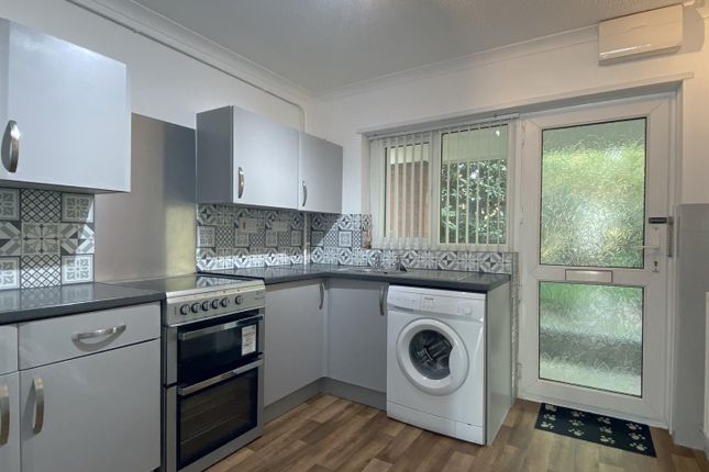 Thumbnail Flat to rent in Beaconsfield Court, Sketty, Swansea