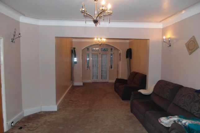 Thumbnail Terraced house to rent in Eastern Avenue, Ilford
