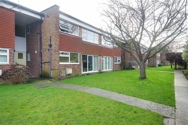 2 bed flat for sale in College Gardens, Worthing, West Sussex