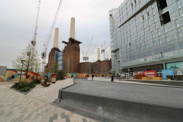 Thumbnail Flat for sale in Switch House East, Battersea Power Station, London