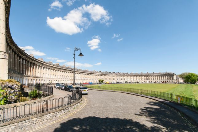 Thumbnail Flat to rent in Royal Crescent, Bath