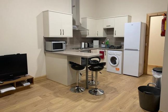 3 bed flat to rent in West Bell Street, Dundee DD1