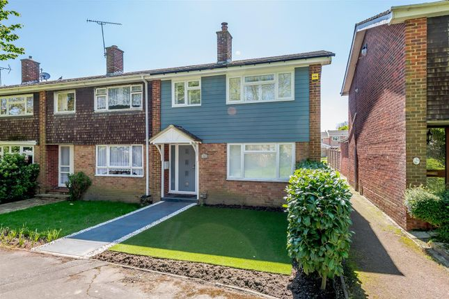 3 bed terraced house for sale in Markland Close, Galleywood, Chelmsford