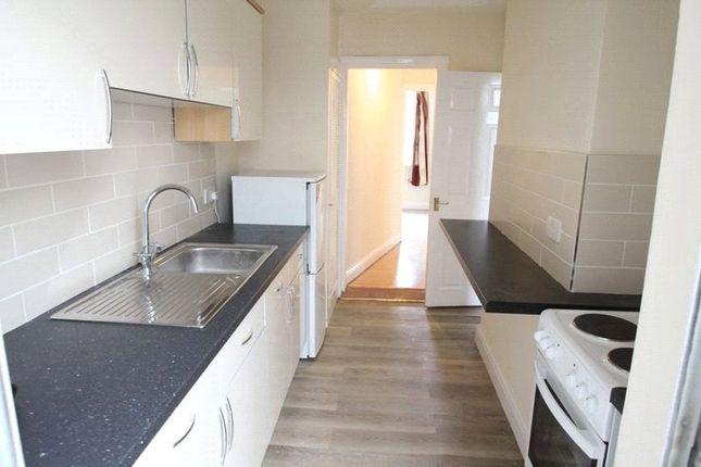 Thumbnail Maisonette to rent in Great Elms Road, Hemel Hemsptead, Hertfordshire