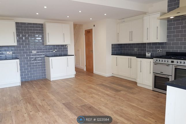 Thumbnail Terraced house to rent in Hanworth Road, Warwick