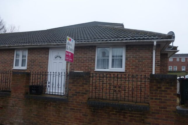 Thumbnail Bungalow to rent in Leighfield Close, Swindon