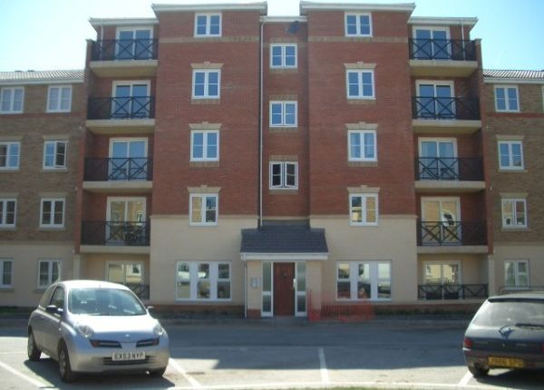 2 bedroom flat to rent in Retort Close, Southend-On-Sea