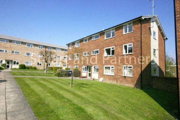 Thumbnail Flat to rent in Heath Road, Haywards Heath