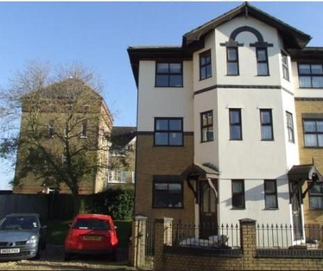 Thumbnail Town house to rent in Orchard Mews, Staplers Road, Newport
