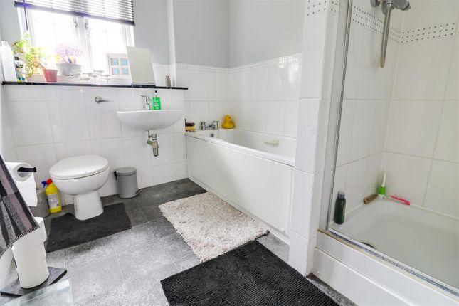 Bathroom of Guardian Avenue, North Stifford, Grays RM16