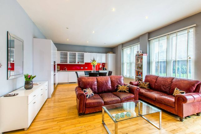 Thumbnail Flat for sale in Cavendish Road, Clapham South