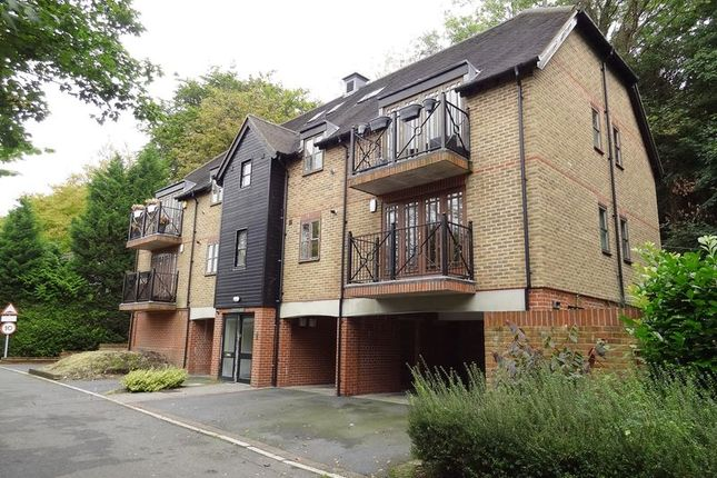 3 bed flat to rent in Hazel Way, Chipstead, Coulsdon