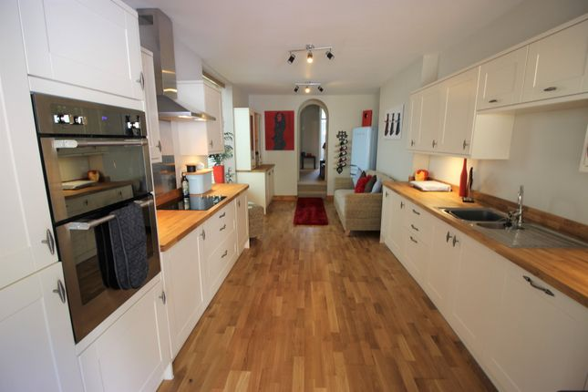Thumbnail Terraced house to rent in Clarendon Close, Torquay