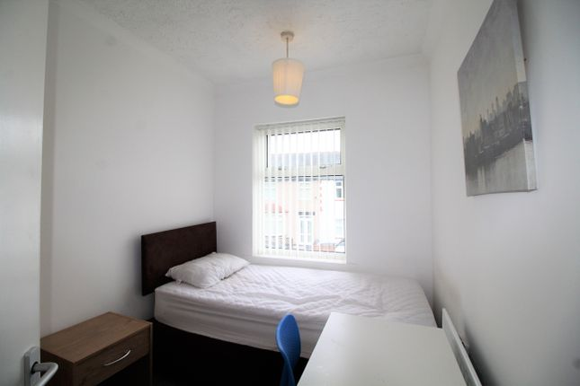 Thumbnail Room to rent in Room 4, Biggins Hall Crescent, Stoke, Coventry