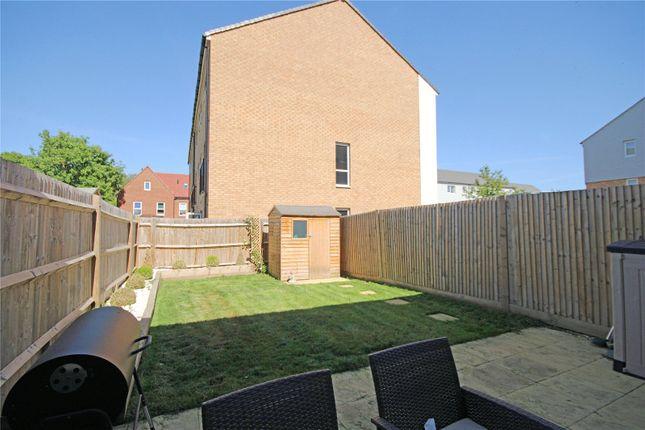 Picture No. 15 of Eilmer Close, Addlestone, Surrey KT15