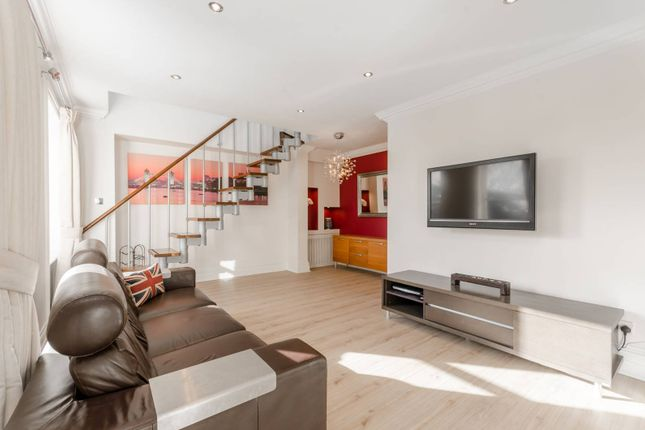 Thumbnail Flat to rent in Brook House, Clapham Common South Side