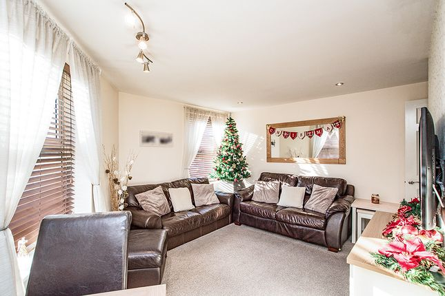 Lounge of Manila House, Sealy Way, Apsley, Hemel Hempstead, Hertfordshire HP3