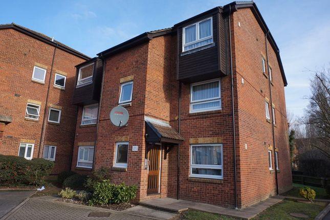 Thumbnail Flat to rent in Braemar Gardens, Cippenham, Slough
