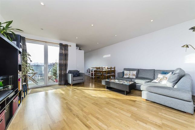 Thumbnail Flat for sale in Knights Hill, London