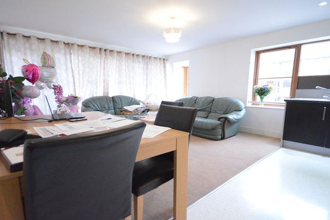 2 bed property to rent in Greenlands Road, Basingstoke
