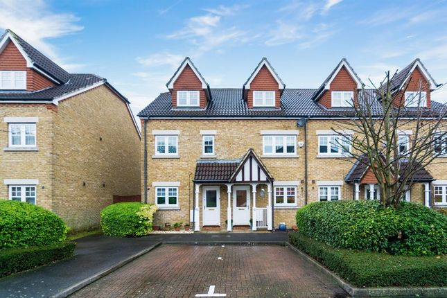 3 bed terraced house for sale in Fawcett Close, London