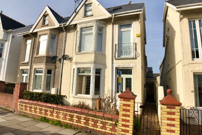2 bed flat to rent in Victoria Avenue, Porthcawl