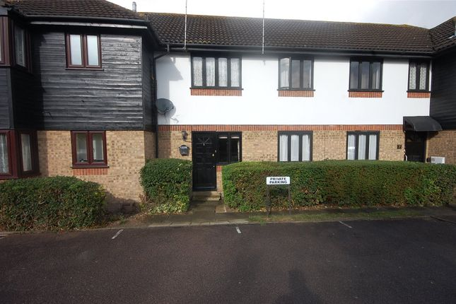 Thumbnail Flat for sale in Copperfields, Basildon, Essex