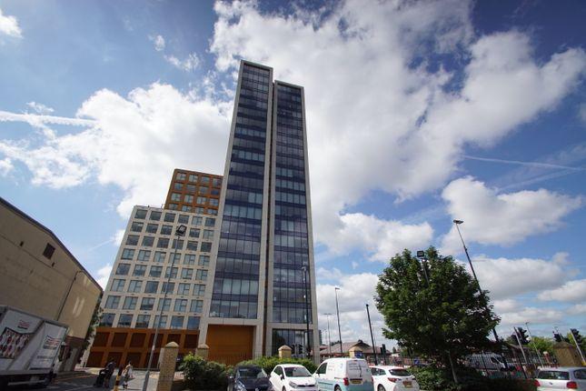 Thumbnail Flat for sale in X1 Gateway, 15 Trafford Road, Media City, Salford