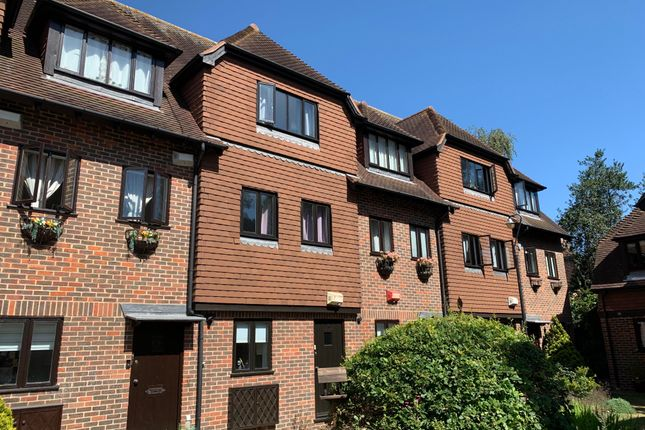 Thumbnail Property to rent in Linden Chase, Linden Grove, Canterbury