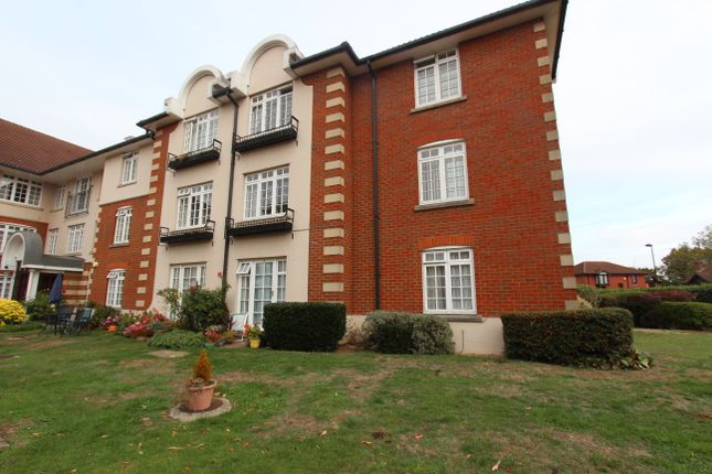 Thumbnail Flat for sale in Crothall Close, Palmers Green