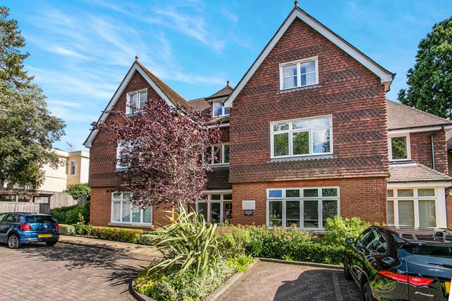 Thumbnail Flat to rent in Croydon Road, Reigate