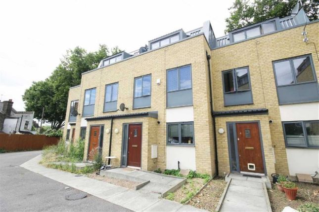 Thumbnail Town house to rent in Old Street, London