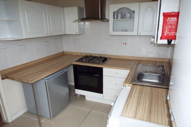 Thumbnail Flat to rent in Fox Road, West Bridgford, Nottingham