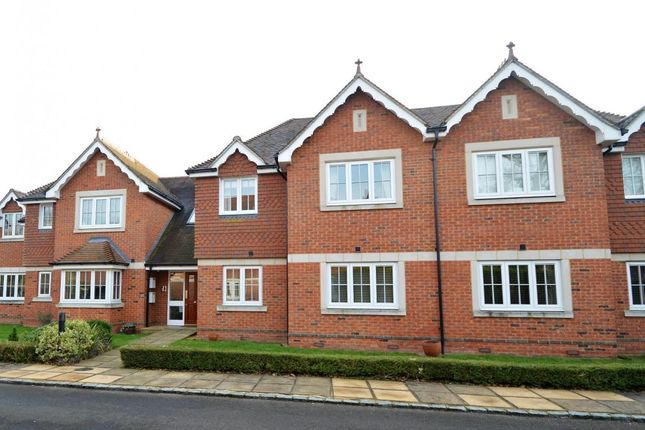 Thumbnail Flat for sale in Broadcommon Road, Hurst