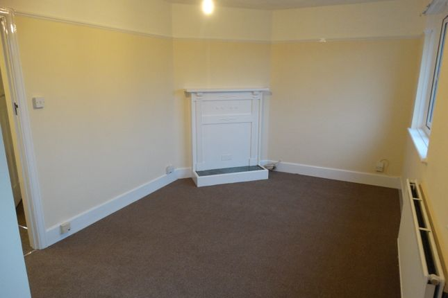 2 bed flat to rent in Centrecourt Road, Worthing BN14